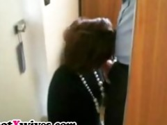 gorgeous dark brown wife gives excellent fellatio