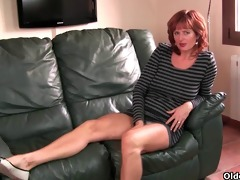 redheaded aged mommy plays with her nipps and cunt