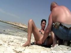 dilettante wench fist screwed on a public beach