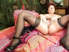 mature non-professional mamma squeezing her pussy