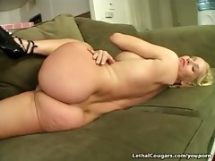 smoking sexy cougar riding weenie