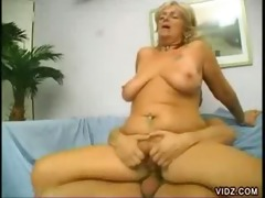 older golden-haired whore receives her muff