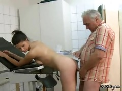 old doctors pecker sucked by dark brown in