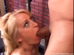 pretty cougar t live without to fuck