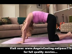 blonde d like to fuck does yoga and oral