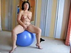 bulky aged slut on her blue ball