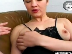mature women playing with herself and getting