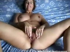 d like to fuck wife finger-fucking her loose slit
