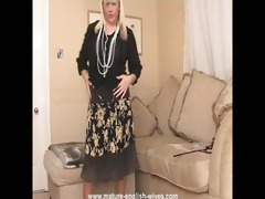 glamorous golden-haired plumper plays and teases