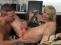 older d like to fuck receives chocolate hole