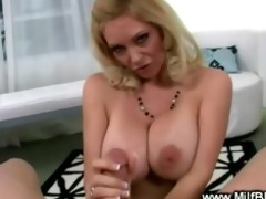 bimbo d like to fuck is giving a engulf