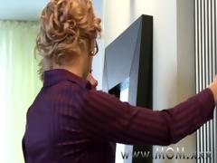 mommy mother i seduces the handyman