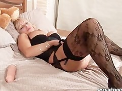 older british pornstar jane bond stuff her cookie