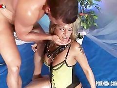 perverted pissing hottie