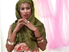glamorous indian wife sucking muscle cock