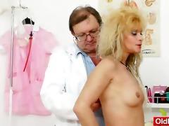 mamma receives a great gyno checkup