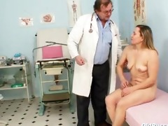 aged jaroslava gyno speculum cum-hole checkup at