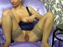lady shows all 842