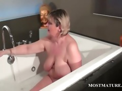aged tramp dildoes love tunnel in bathtub